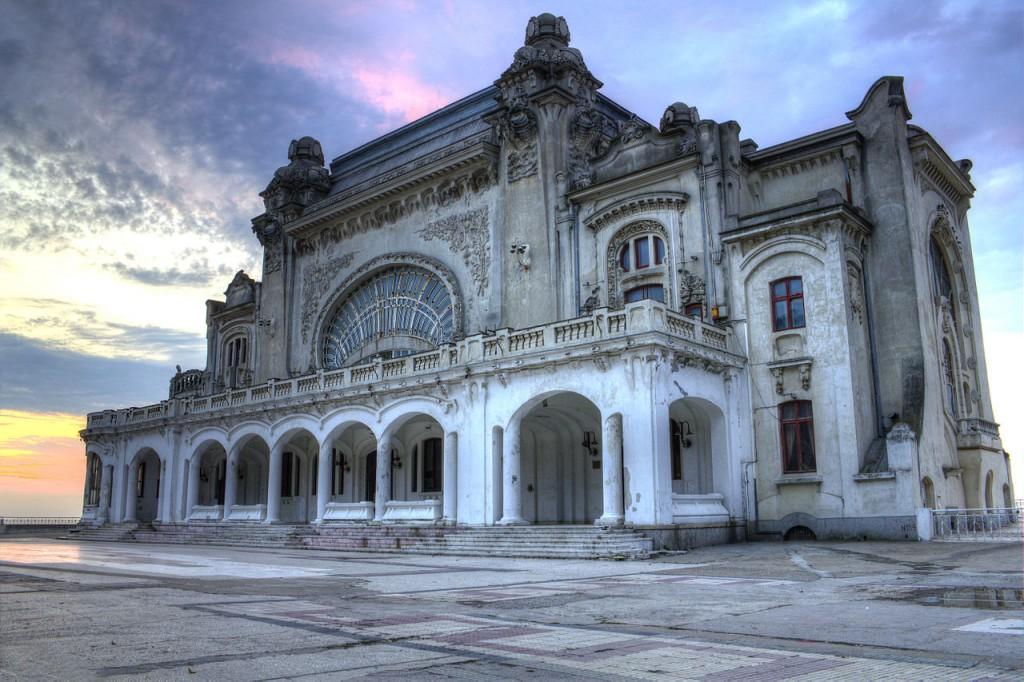 1280px-Cazinoul_din_Constanta_la_rasarit_HDR