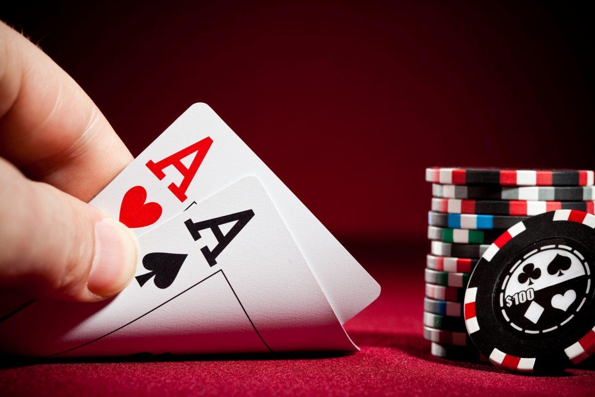 poker-hand-aa